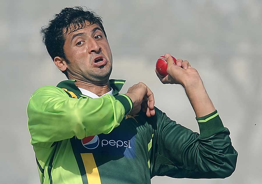 junaid khan to replace mohammad irfan for the odi series