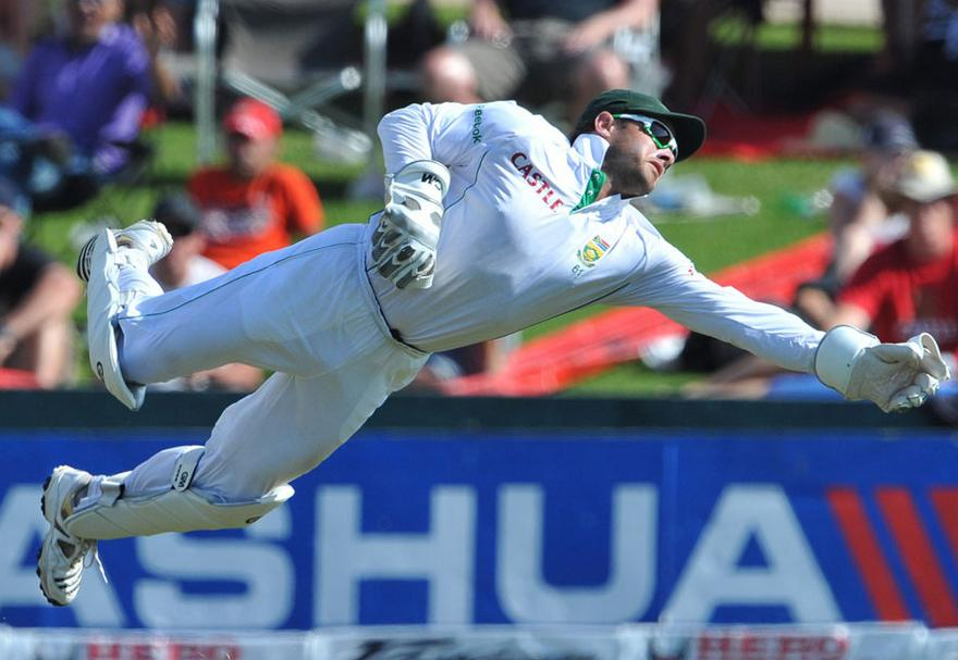 Top 5 wicket keepers with most catches in test history Ms Dhoni Wicket Keeping Diving