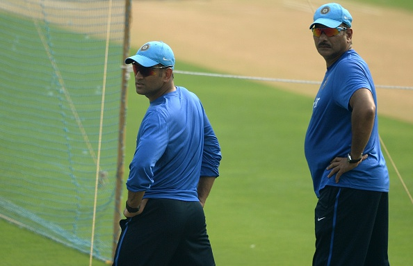 Ravi-Shastri-MS-Dhoni-in-Mumbai-Training