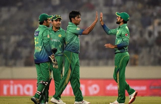 Anwar, Javed push UAE to 129 against Sloppy Pakistan