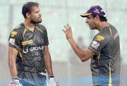 Yusuf Pathan and Wasim Akram KKR IPL 9
