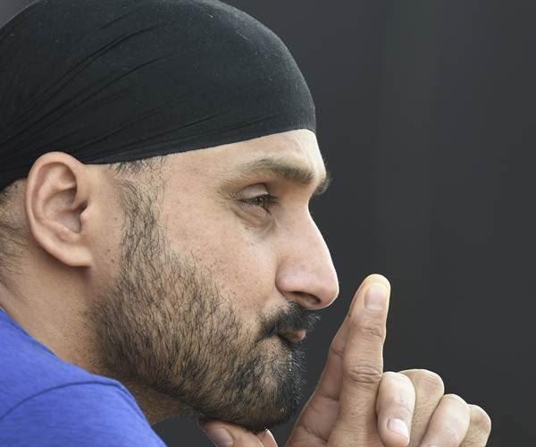 Michael Clarke responds to Harbhajan Singh's comment on Australian batting