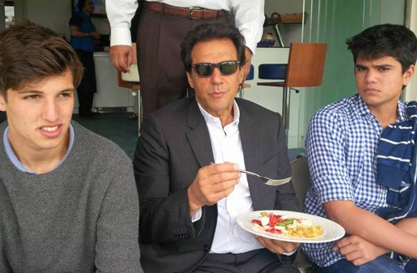 Arjun Tendulkar spends the day with Imran Khan at Lord's ...