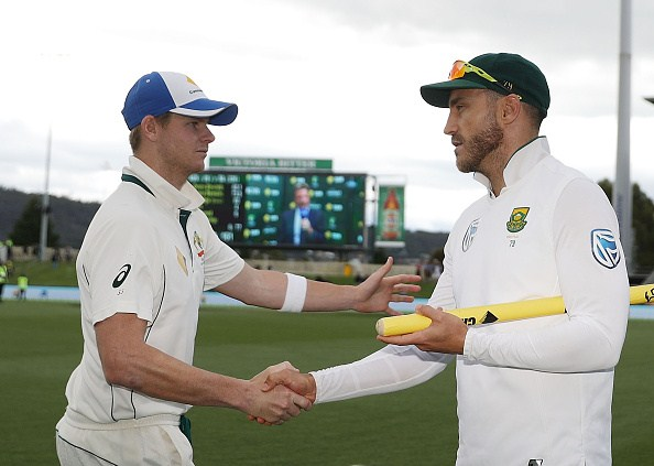 HOBART, AUSTRALIA - NOVEMBER 15: Steve Smith of Australia and Faf du Plessis of South Africa shake hands after day four of the Second Test match between Australia and South Africa at Blundstone Arena on November 15, 2016 in Hobart, Australia. (Photo by Robert Cianflone/Getty Images)