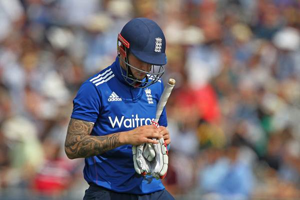 Record-breaking Jason Roy guides England to first win in Australia