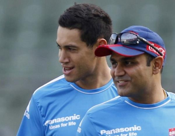 Taylor has Sehwag in stitches