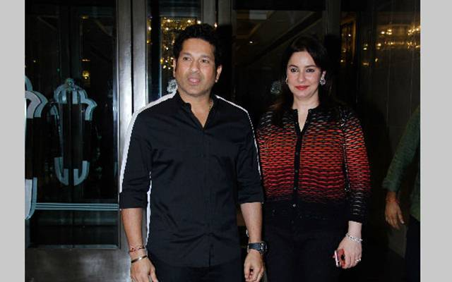 Sachin Tendulkar with his wife Anjali Tendulkar
