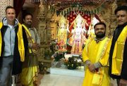 Michael Vaughan and Anil Kumble visit the Shri Sanatan Temple in London