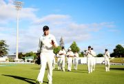 Ross Taylor of New Zealand thanks the crowd