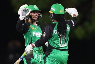 Mignon du Preez and Alana King of the Stars celebrate winning the Women's Big Bash League match