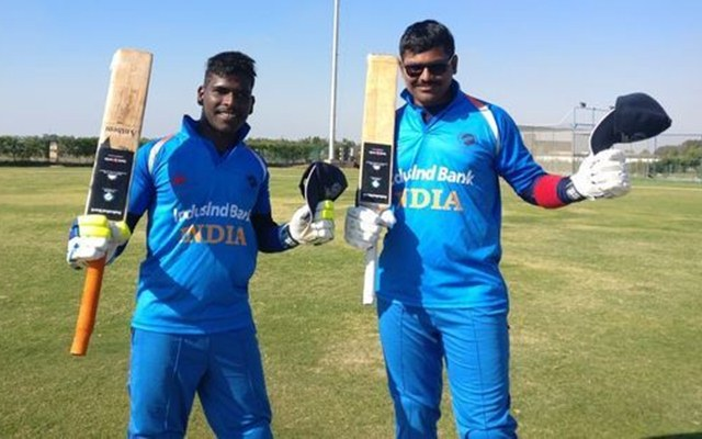 Defending champs India beat Pakistan by 7 wickets