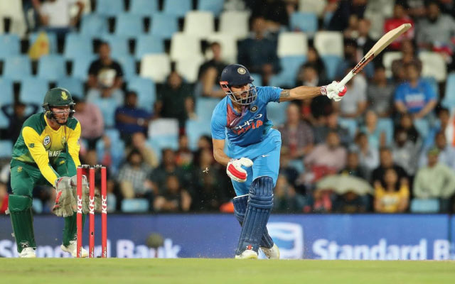 MS Dhoni is not impressed with Manish Pandey's running between the wickets