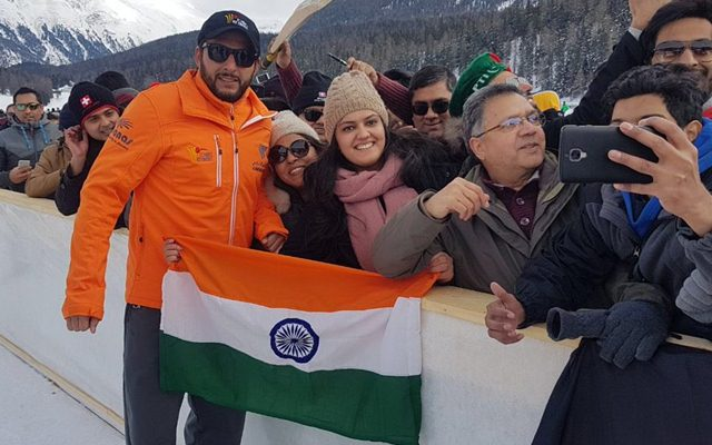 Shahid Afridi asks fan to hold Indian flag properly, wins hearts