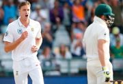 South African bowler Morne Morkel (L) celebrates the dismissal of Australian batsman Steven Smith