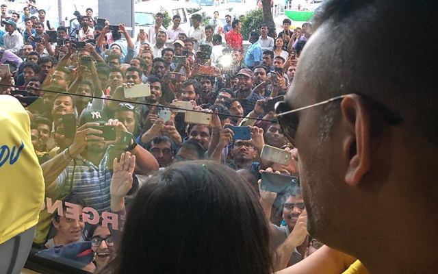 MS Dhoni and Ziva Dhoni get a special welcome in Pune