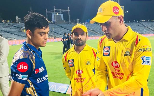 MS Dhoni spotted sharing tips to a Mumbai Indians keeper Ishan Kishan