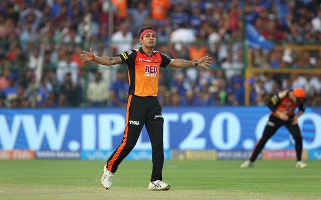 Sunrisers look to seal playoff berth against Delhi