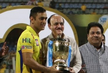 BCCI acting president CK Khanna presents IPL 2018 Trophy to Chennai Super Kings captain MS Dhoni