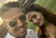 Mayanti Langer and Kevin Pietersen at the end of IPL 2018 league stage