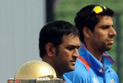 Asshish Nehra and MS Dhoni