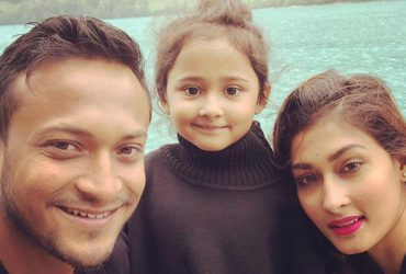 Shakib Al Hasan with his wife & daughter