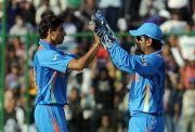 Ashish Nehra and MS Dhoni
